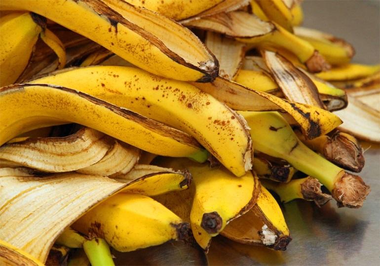 Простой способ приготовления удобрение из банановой кожуры для цветов